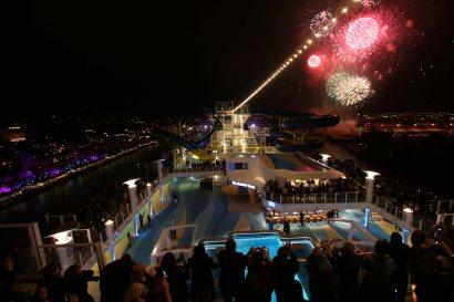 Feuerwerk zur Premierenfahrt. Foto: Oliver Heider