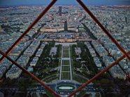 Der Ausblick vom Eiffelturm ist gerade in den Abendstunden am schönsten. Foto: Oliver Heider