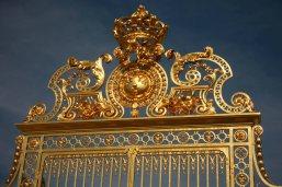 Das prächtige Eingangstor von Schloss Versailles. Foto: Oliver Heider