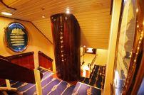 Treppenaufgang auf der Star Flyer. Foto: Oliver Heider