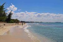 Auch ruhigere Bereiche gibt es am Seven Mile Beach. Foto: Oliver Heider