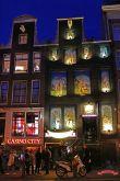 niederlande-amsterdam-rotlichtviertel-hausfassade
