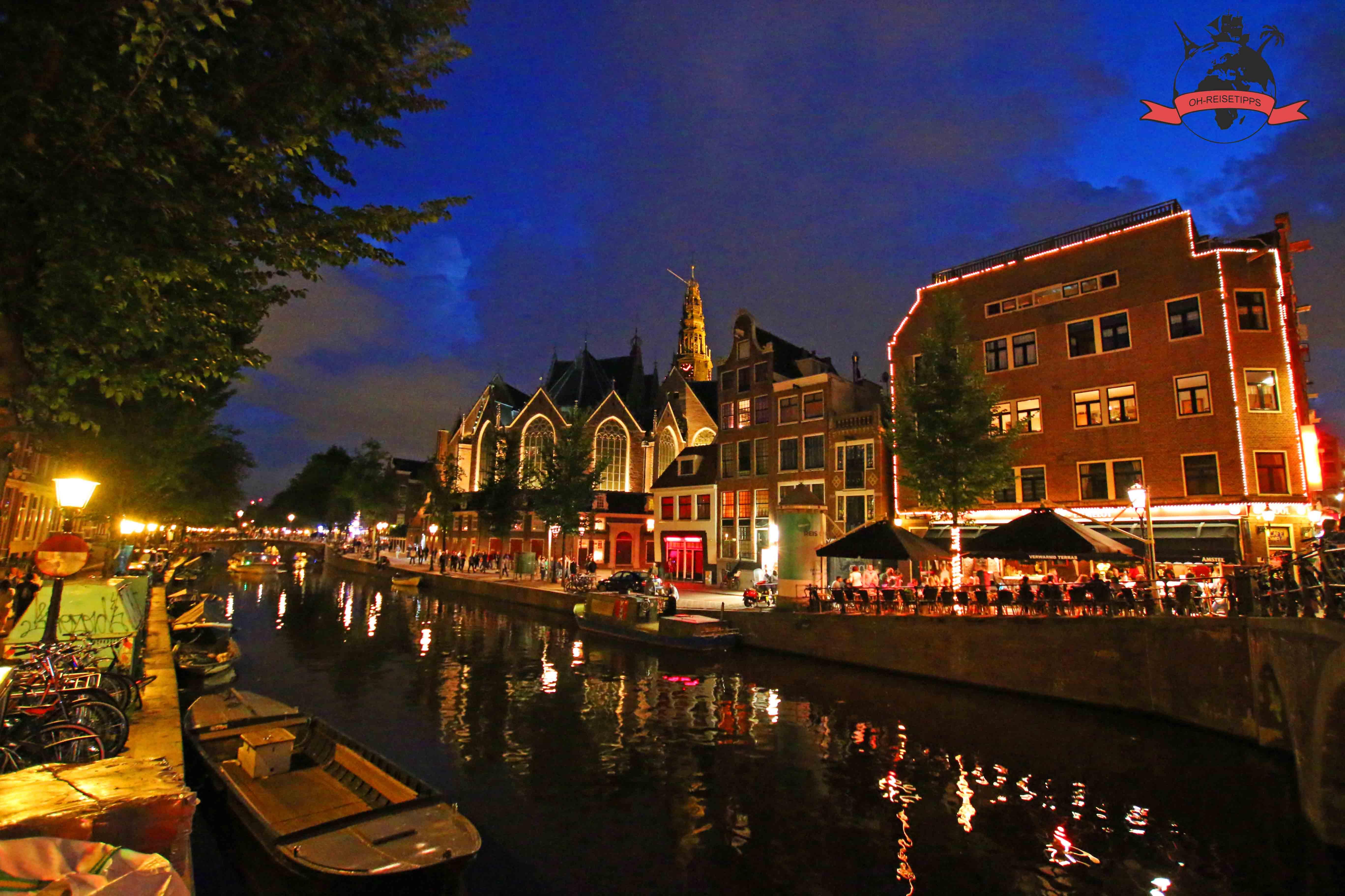 niederlande-amsterdamt-rotlichtviertel-deoudekerk