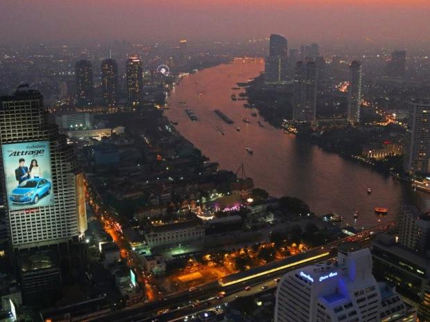 Aussicht vom Lebua State Tower in Bangkok auf den Fluss Chao Phraya. Foto: Oliver Heider