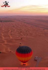 Heißluftballonfahrt über die Wüste bei Dubai mit einem Falken an Bord. Foto: Oliver Heider