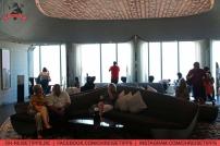 """""""At the top - Sky Experience"""": Zu Besuch im 148. Stock des Burj Khalifa in Dubai auf 555 Metern Höhe. Foto: Oliver Heider"""