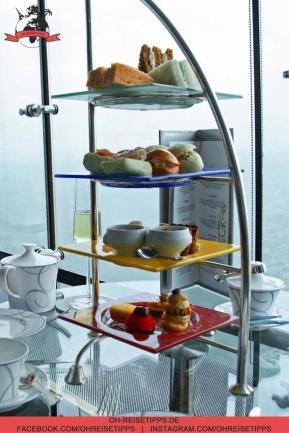 """Eine """"Tea Time"""" mit Leckereien gibt es in der Skyview Bar des Luxus-Hotels Burj Al Arab in Dubai. Foto: Oliver Heider"""
