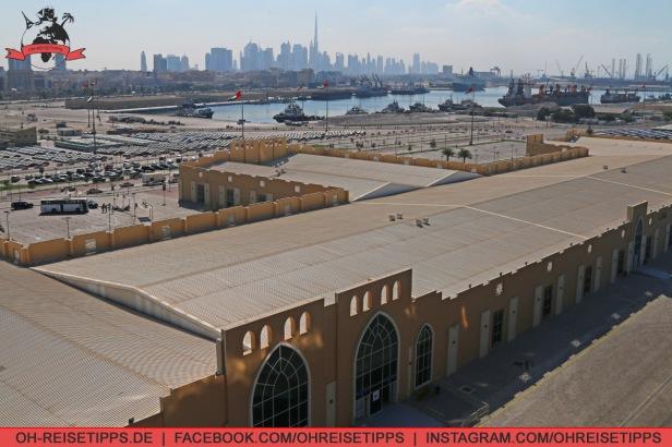 Port Rashid ist der Kreuzfahrthafen von Dubai. Ausreichend Taxen stehen stets vor den Kreuzfahrt-Terminals. Foto: Oliver Heider
