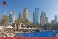 Mittags am Pool kann es selbst im Winter recht warm werden in Dubai. Foto: Oliver Heider