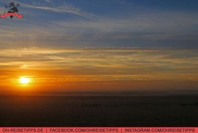 Morgens zum Sonnenaufgang in der Wüste von Dubai ist es kühl, aber nicht kalt. Foto: Oliver Heider