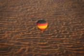 Eine Heißluftballon-Fahrt über die Wüste in Dubai ist ein faszinierendes Erlebnis. Foto: Oliver Heider
