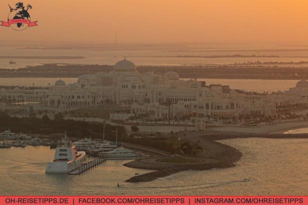 Ausblick vom Colombia Coffee House in der Marina Mall auf den Präsidentenpalast in Abu Dhabi. Foto: Oliver Heider