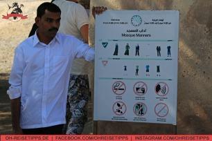 Verhaltensregeln für die Al-Badiyah-Moschee nahe Khor Fakkan. Foto: Oliver Heider
