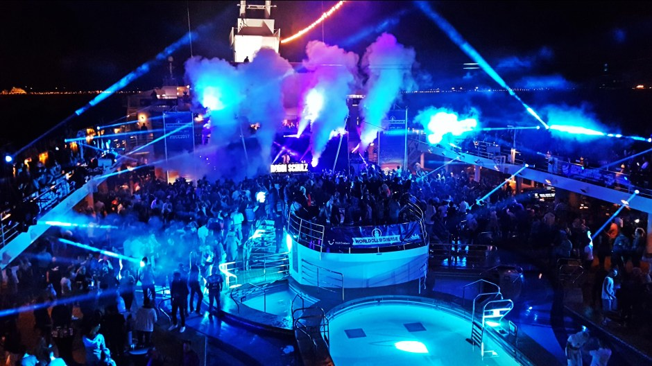 Premiere im Mittelmeer: 2000 Leute feiern auf der ersten World Club Cruise. Foto: Oliver Heider
