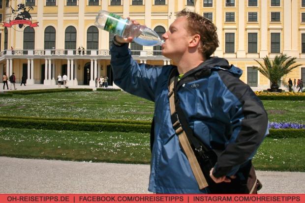 Ausreichend trinken und an Regenschutz denken.